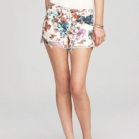 398e7a43a8 Free People Pants - Host Pick! 🎉Free People White Denim Floral Shorts